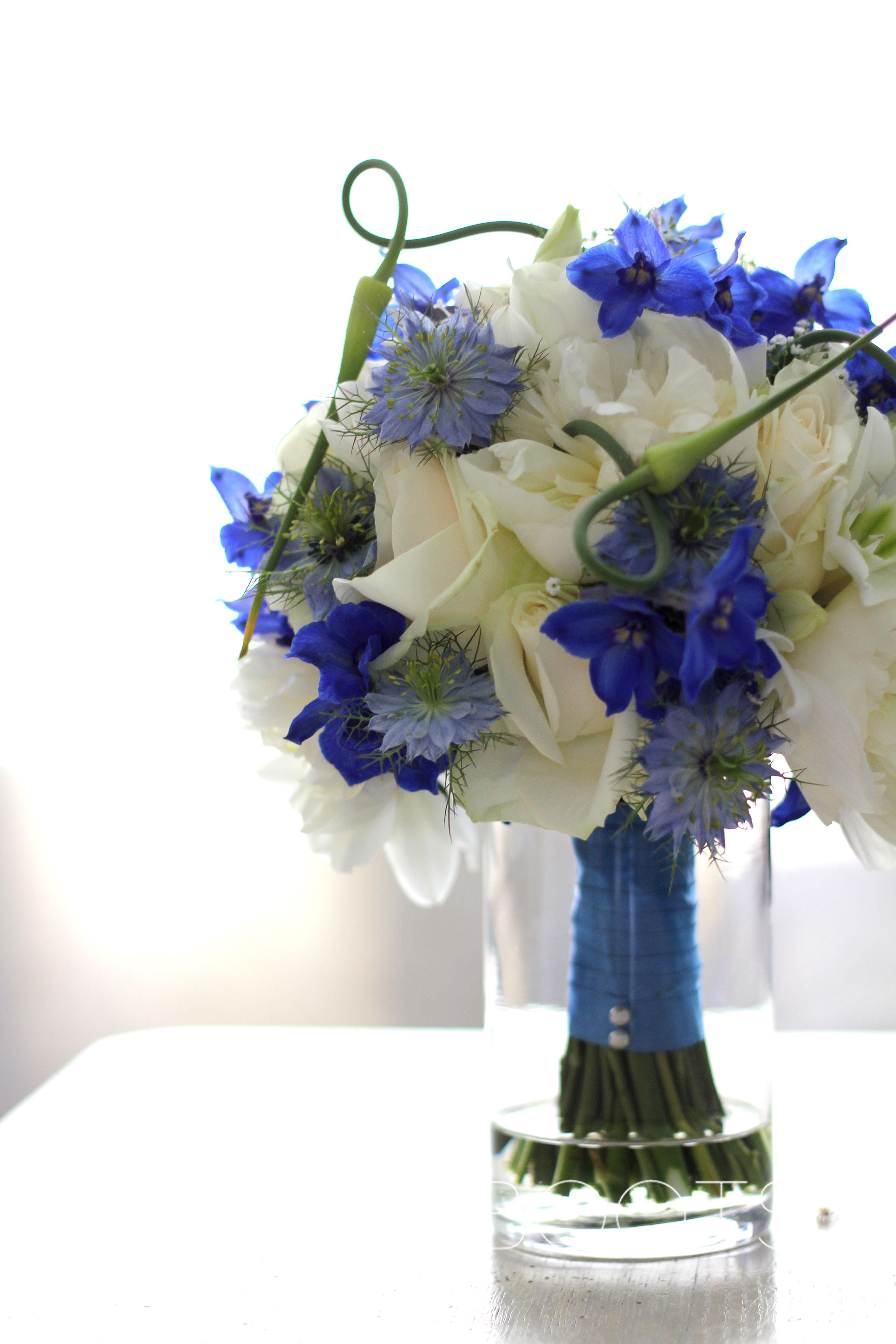 Trouwboeket | Romantisch maar toch stoer in blauw en wit