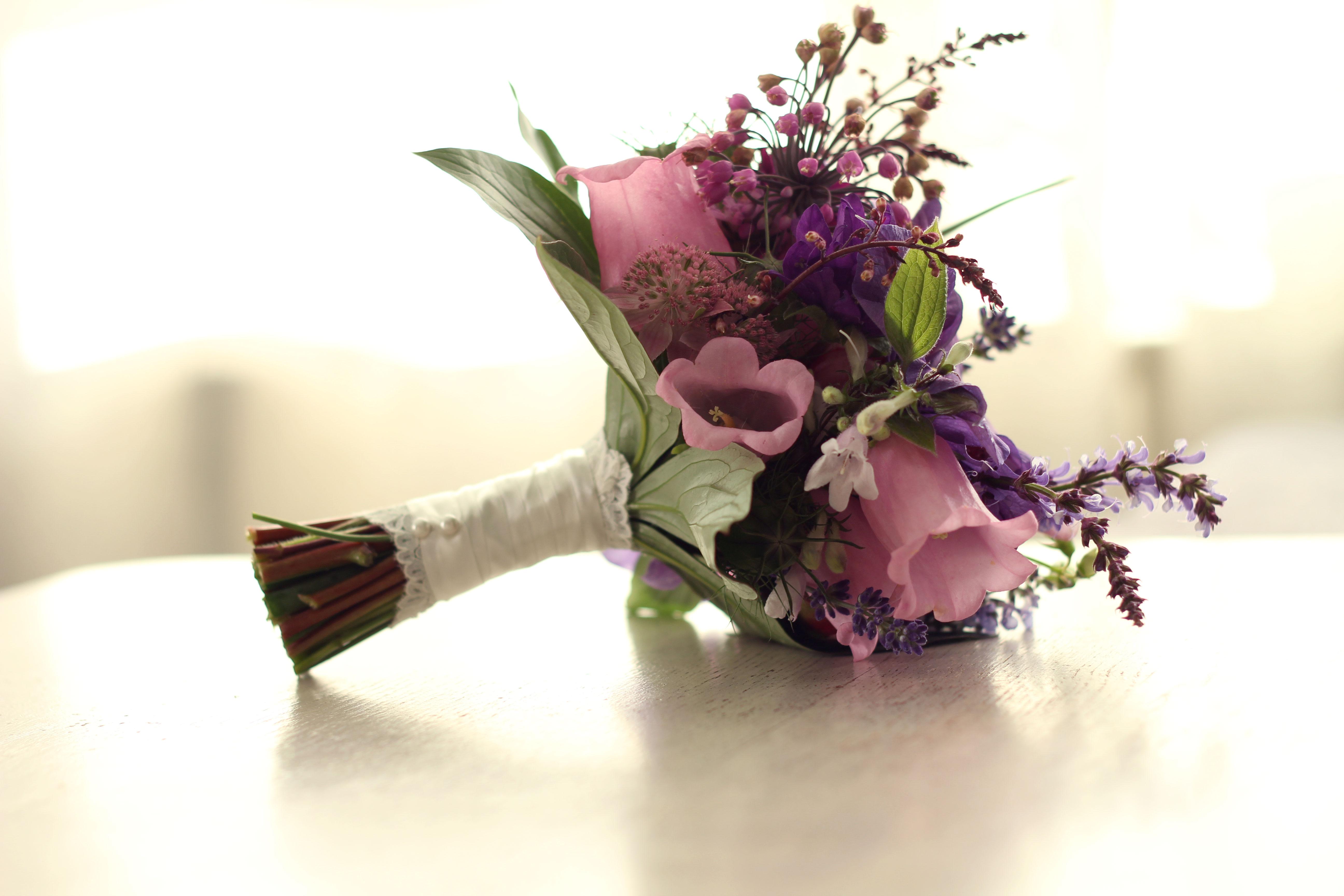 Bruidsboeket | Afwerking met wit lint en kant