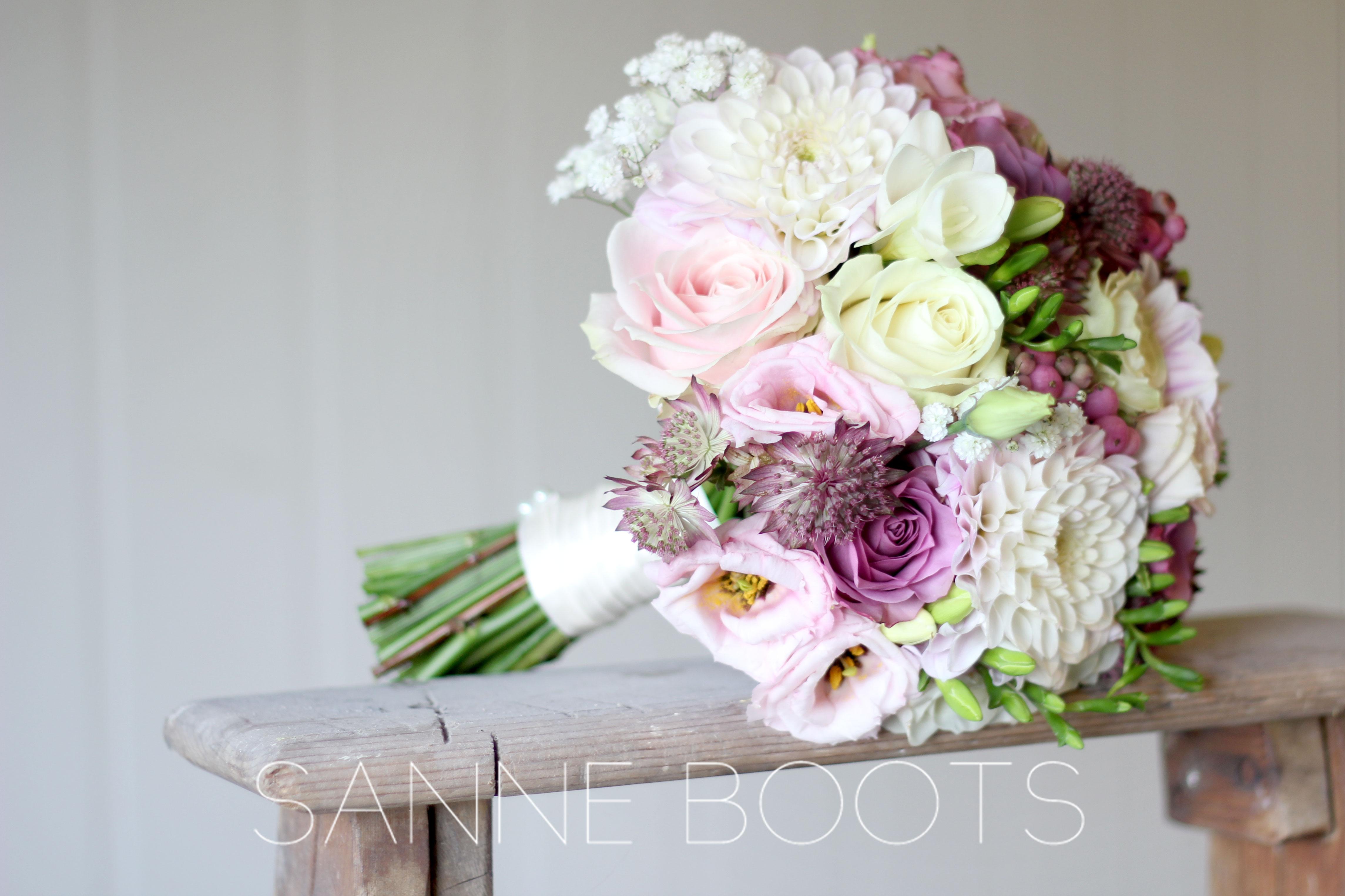 Trouwboeket | Pastel, roze en wit. Trouwen in stijl.