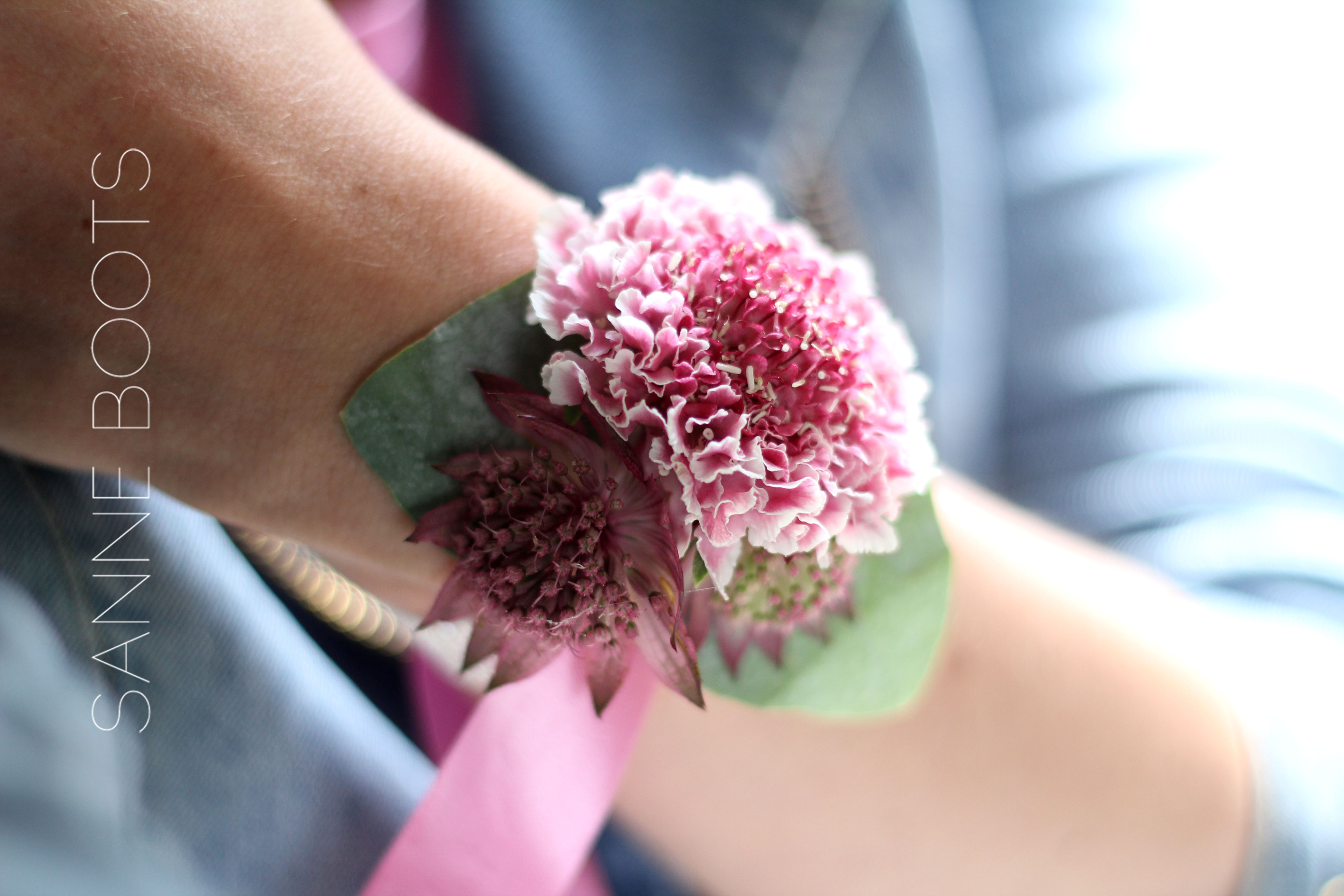 Polscorsage | Stevig, draagbaar en met prachtige bloemen!