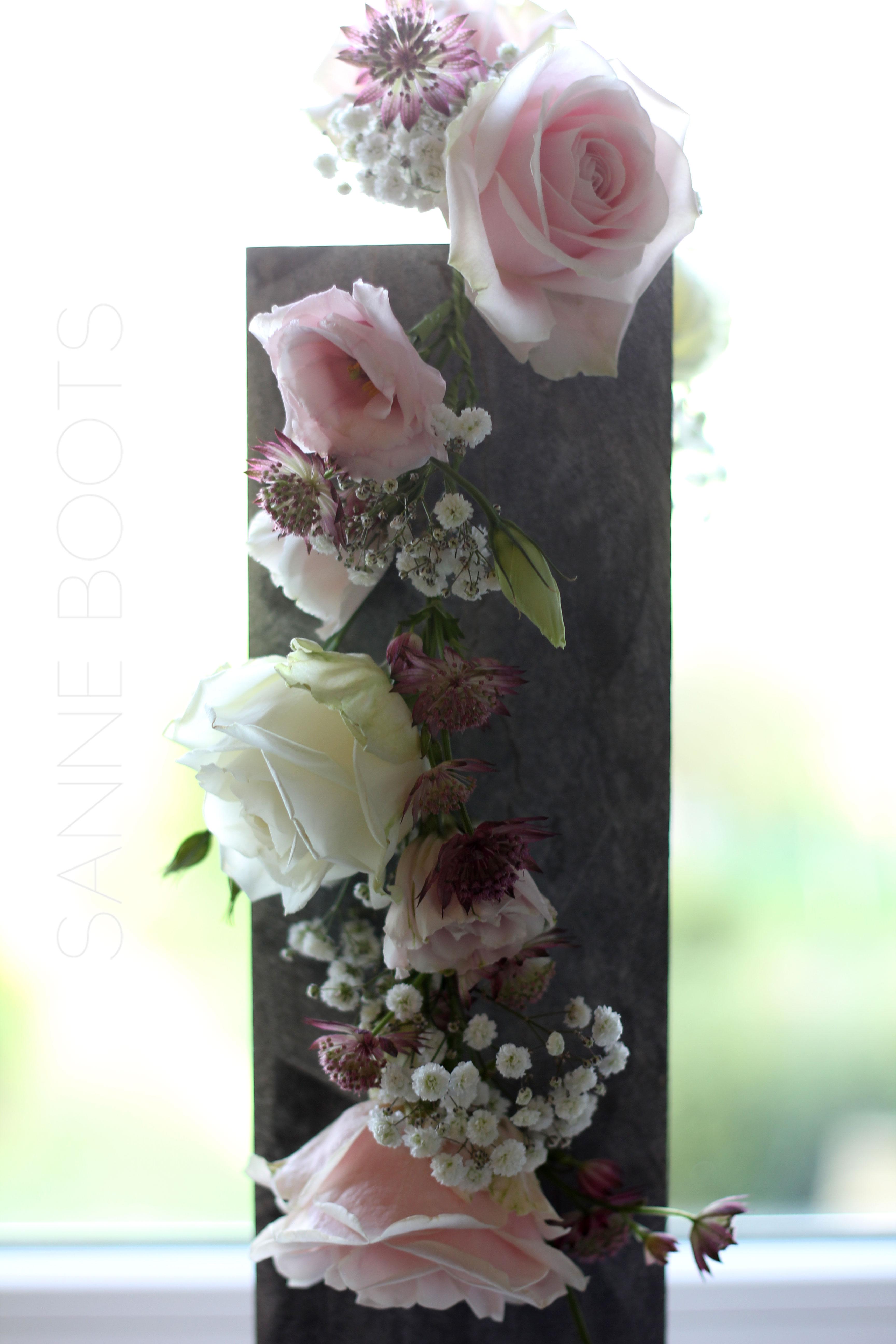 Taartversiering | Een slinger van bloemen voor op de bruidstaart