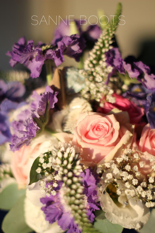 Bruidsboeket | Close-up van Scabiosa, Rozen en schelpen