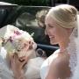 Bruidsboeket | Stralende bruid met bloemen in stijl