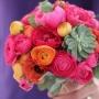 Bruidsboeket   Ranonkels, Pioenrozen en een plantje